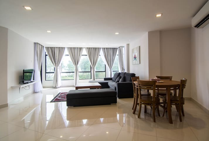 Sea View 2 Bedroom Apartment - Pahang - Flat