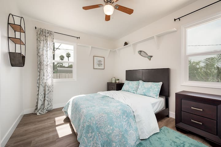 Newly Renovated - 2 Blocks from the Beach!