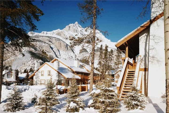 1-Bedroom at Banff Rocky Mountain, Full Kitchen