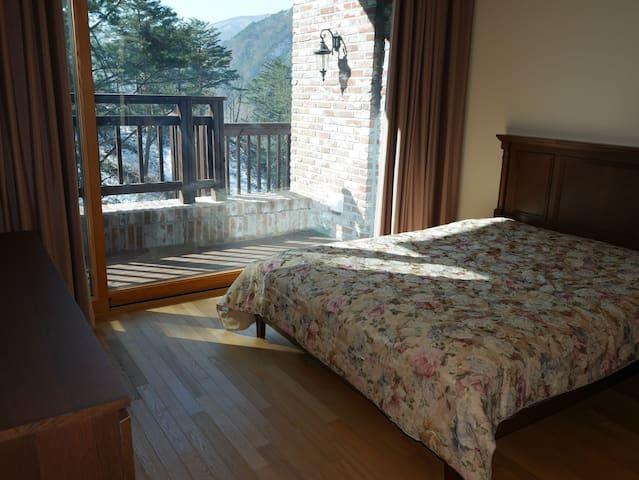 Bedroom2 with Queensize Bed