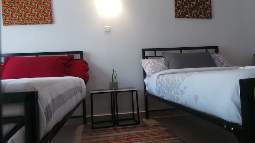 Vilakazi,central location,comfy bed ,WIFI,Netflix