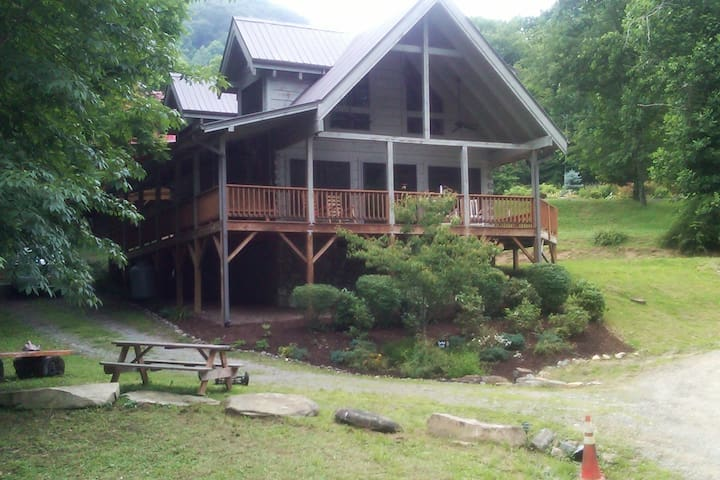 SPECIAL! $99/night February! Cabin on 2 Creeks