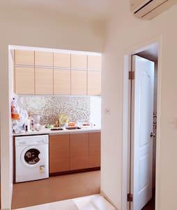 Cozy home near Taikoo太古坊附近内部全新高级公寓 - 香港 - Selveierleilighet