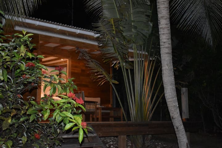 """Kazatipunch""  Bungalow  dans un jardin tropical"