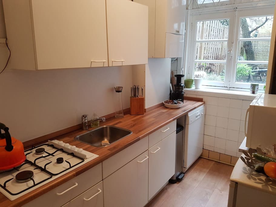 Keuken met afwasmachine / Kitchen with dishwasher