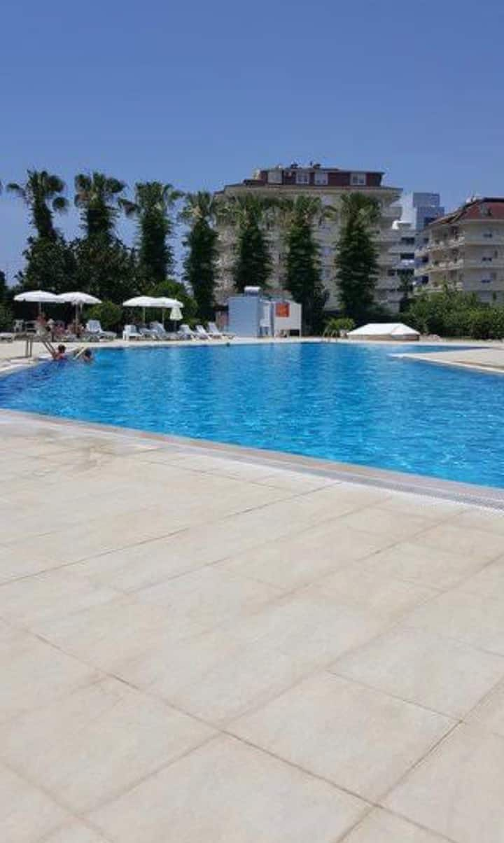 centrally located 2 bedroom flat.100 mt to the sea