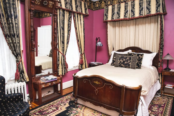 Rose's Room - Faunbrook Bed & Breakfast