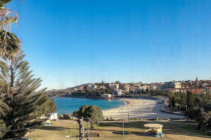Ocean View Oasis - Bright 2BDR Coogee Apartment