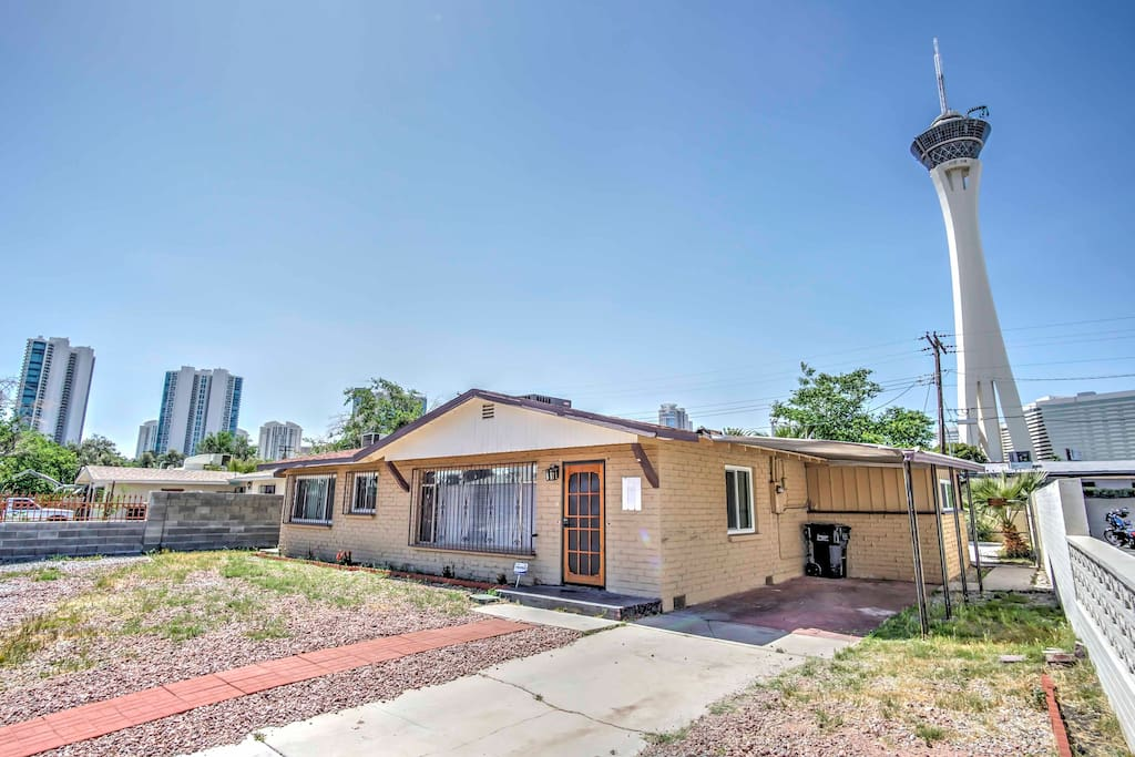This home is situated just 8 minutes from The Strip and within walking distance of the Convention Center.