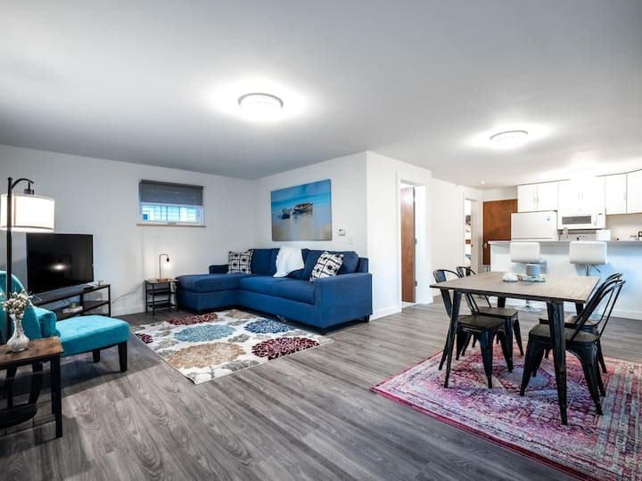 Go Cavs! Brand New Home In Ohio City- Lower Unit