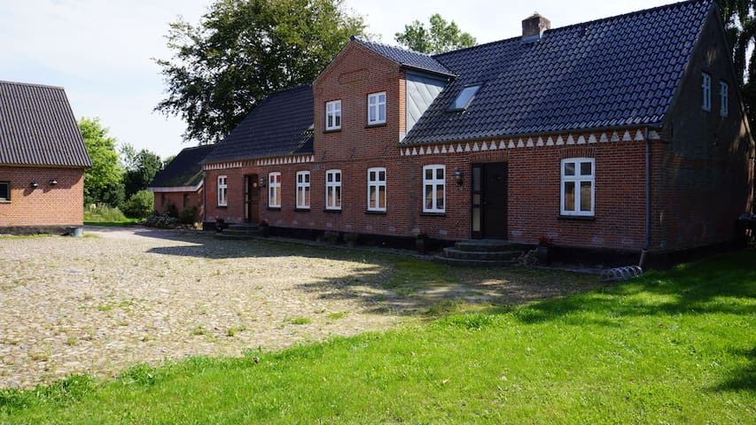 Cozy Country house, 5 minutes from highway E45