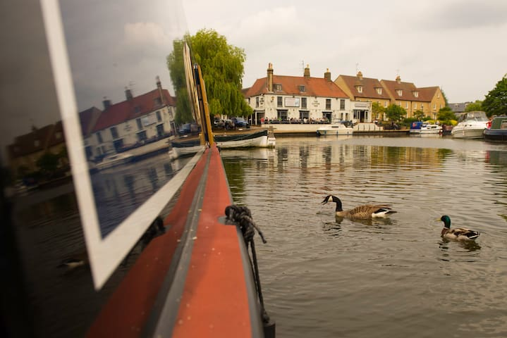 Luxury Narrowboat Puzzle - Ely
