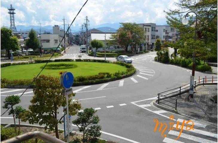 桜並木通りのロケーション ターンアラウンドの真ん前 - Iida - House