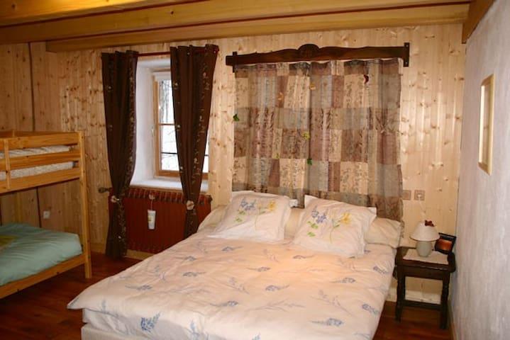 La chambre des fées. - Sainte-Eulalie - Guesthouse
