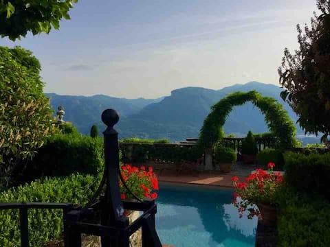 Villa Paradiso, vue imprenable +jardins, piscine chauffée