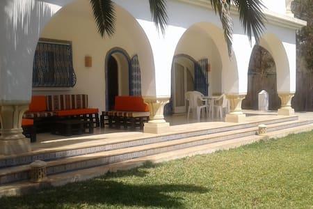 Une villa Pied dans l'eau - Nabeul - Vila