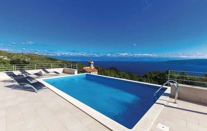 VillaBlu with incredible sea view pool & jacuzzi