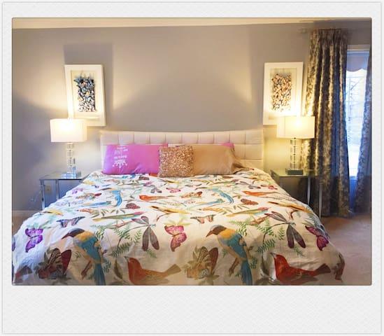 开业60off,260年风情老街边带超大独立卫浴双更衣室主人房 - Markham - Bed & Breakfast