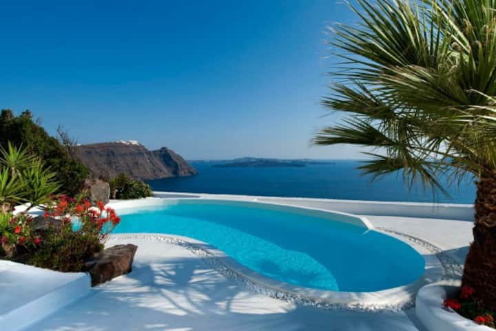ARCHITECTS VILLA, SANTORINI, GREECE