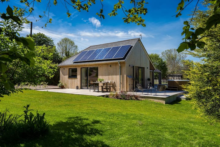 "Sunnybrook - ""Carbon Neutral Eco House near beach"""