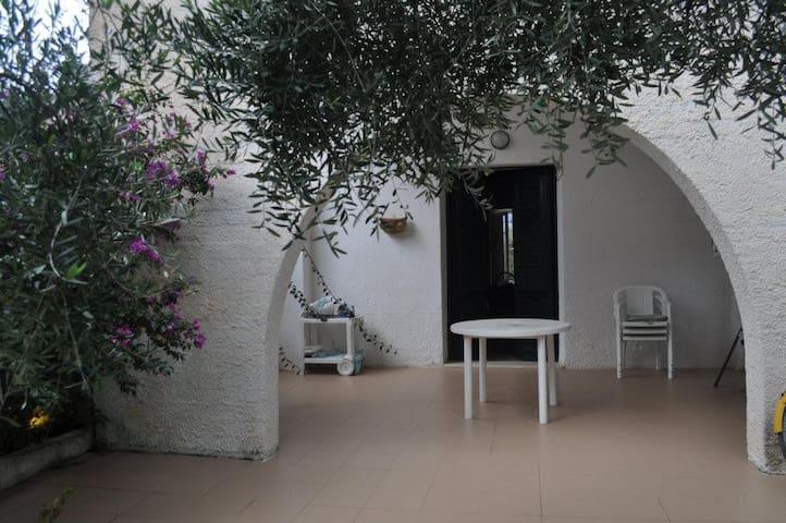 Casa residenza d'artista - กัซเตลลัมมาเร เดล กอลโฟ