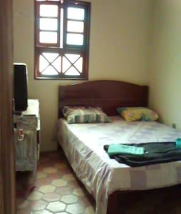 Alugo 3 quartos em Lençois- 100,00  por quarto - Lençóis - Rumah