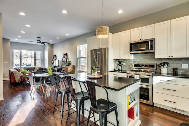 Renovated Logan Square Home - 3BR with Parking!