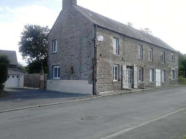 L'Atelier 13 - Sougéal - Rumah
