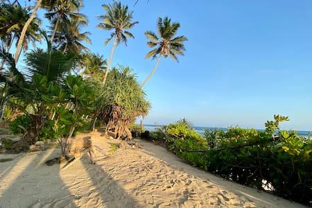 #TS2W Colonial Style Beach Villa - Madiha/Mirissa