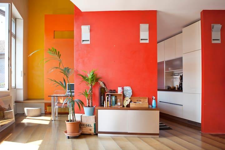 Design-loft in ex industrial context [Navigli] - Milán - Loft