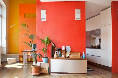 Design-loft in ex industrial context [Navigli] - Milan