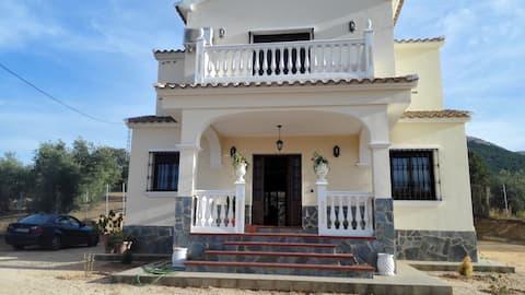 **Villa en monte con piscina privada,espectacular
