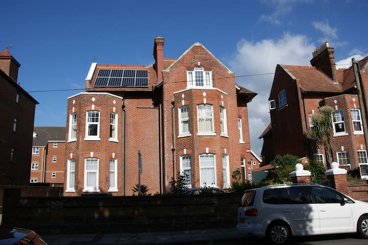 Studio 5 - One Helena Road Serviced Apartments - Portsmouth - Byt