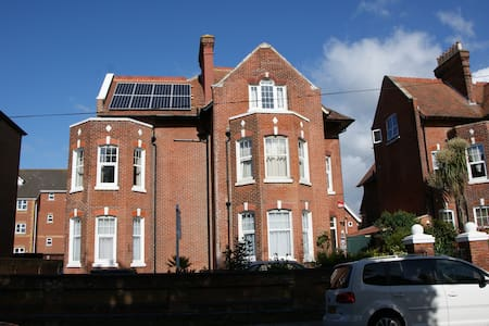 Studio 5 - One Helena Road Serviced Apartments - Portsmouth