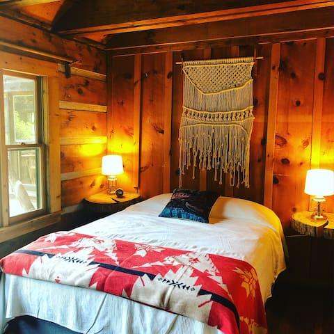 Mountain Lodge: Amazing Views & Outdoor Adventure