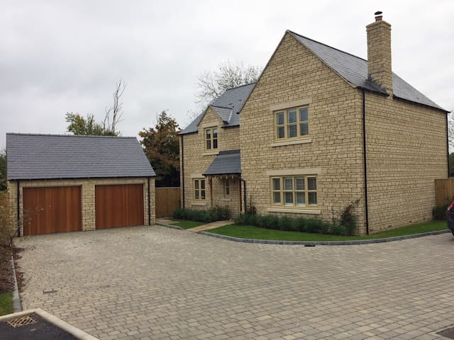 Family Detached Home in the Cotswolds