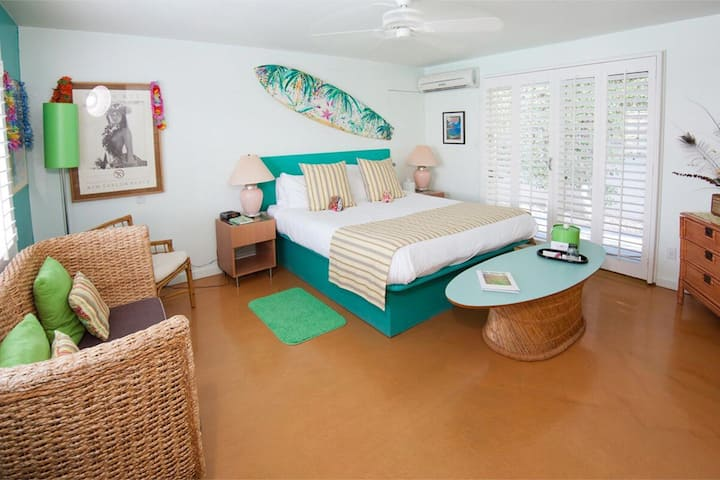 Aloha Spirit- California King. Pool & Spa Views