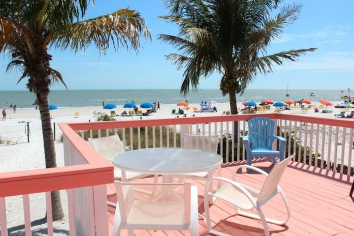 Margarita Cottage 2 BR Beachfront - Fort Myers Beach - บ้าน