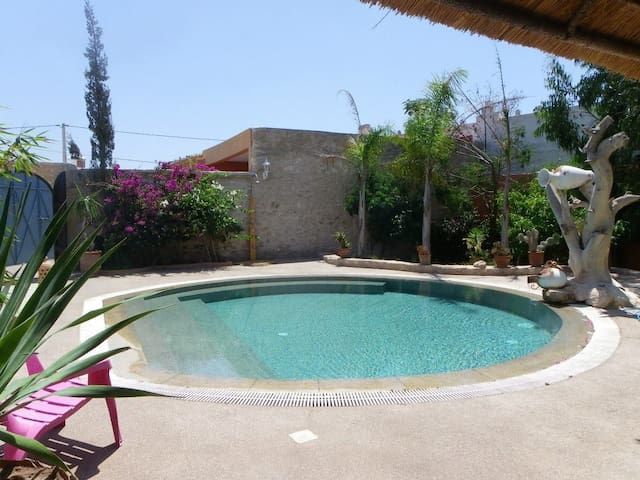 Villa Grenadine petit déjeuner inclus Piscine - Essaouira Ghazoua - Bed & Breakfast
