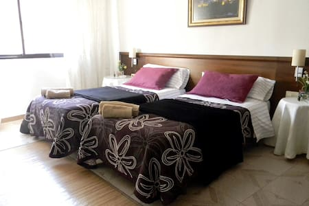 Centric double room + breakfast 1 - Granada - House