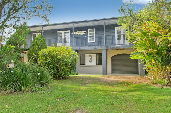 BONNY BEACH HOUSE - Holiday Accomodation with Pool