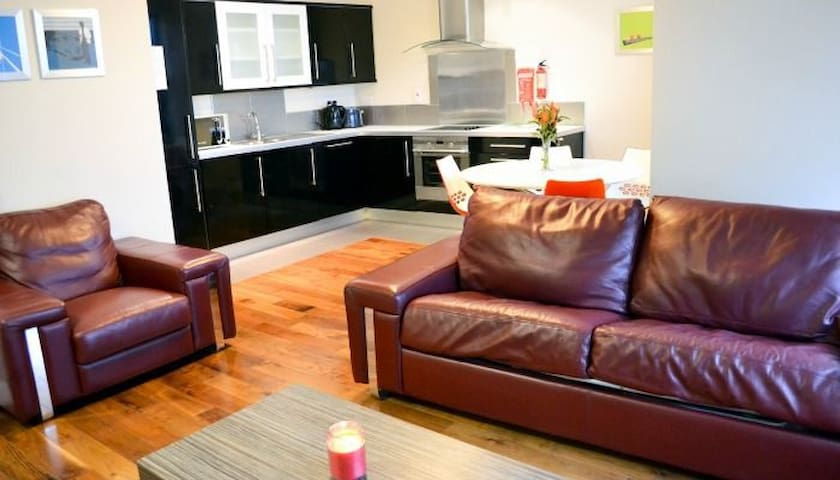 Carrick Plaza Suites (6 person 2 Bed Apt)