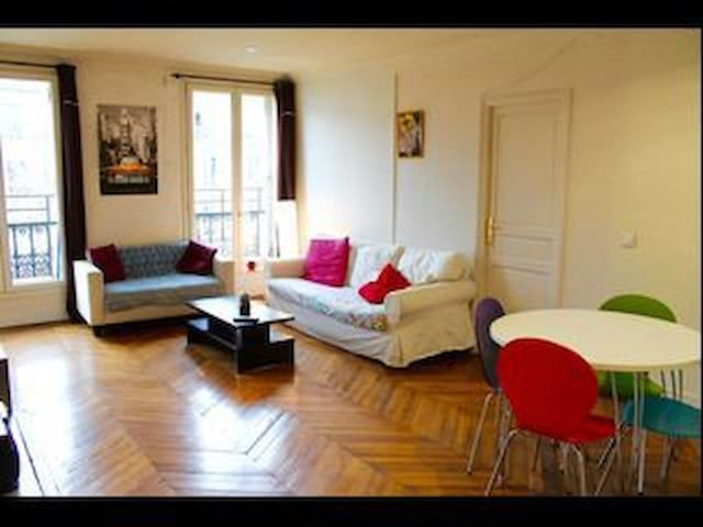 Huge place available in the heart of Paris