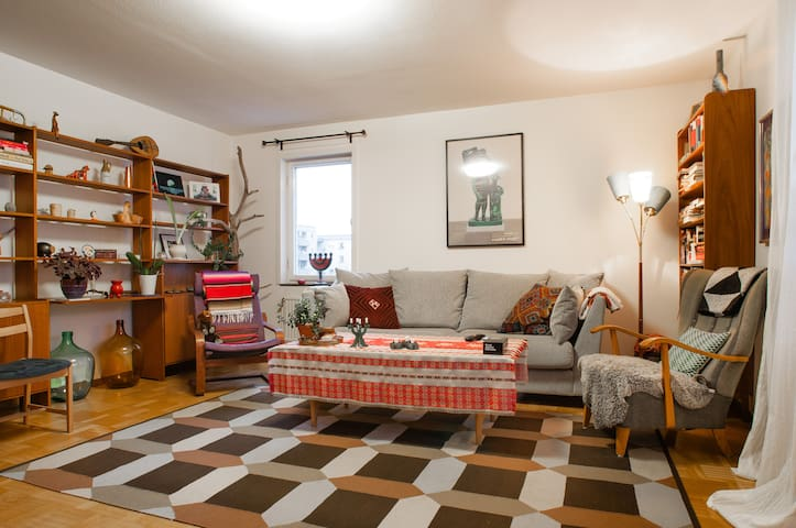 Comfy queen sized bed, 25 minutes to Stockholm C - Sztokholm - Apartament