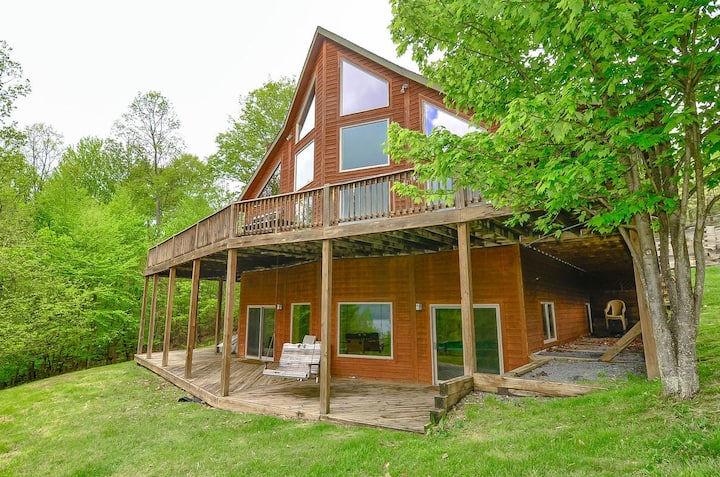 Lake Access Home w/Hot Tub, Horseshoe Pit, Foosball, & 2 Fireplaces!