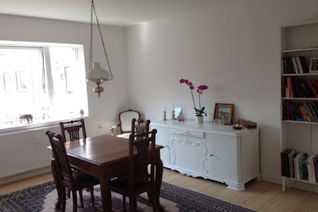 Bright and charming flat close to Botanical Garden - Aarhus