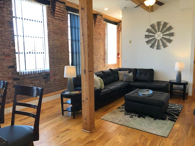 Trendy Downtown Loft With Views of Percival's Isle