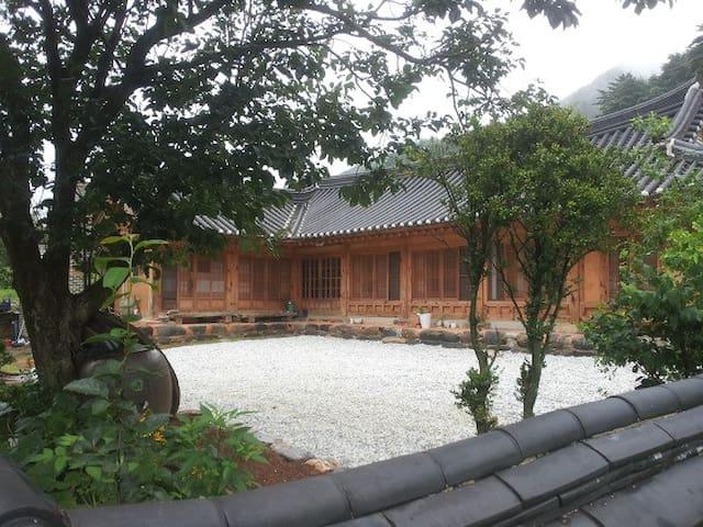 조상의 지혜를 품은 한옥스테이(친환경 황토주택) - Okgye-myeon, Gangneung - Hus