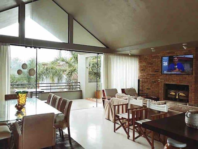 Casa moderna próximo a beira da praia de Garopaba