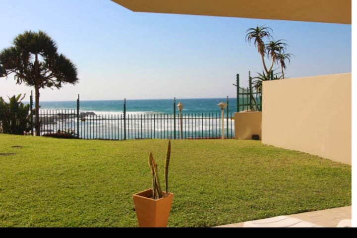 Beautiful one bedroom flat on the ballito promenade sleeps two adults and a small child